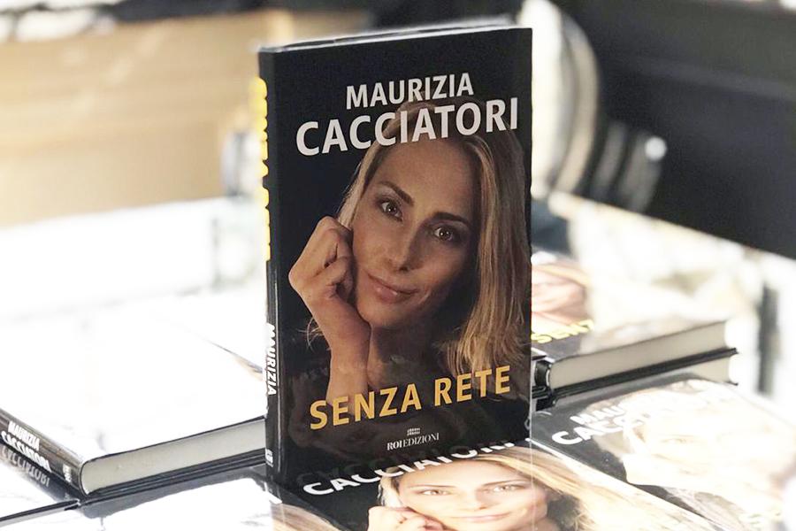 """Photo of Maurizia Cacciatori, ecco """"Senza rete"""""""